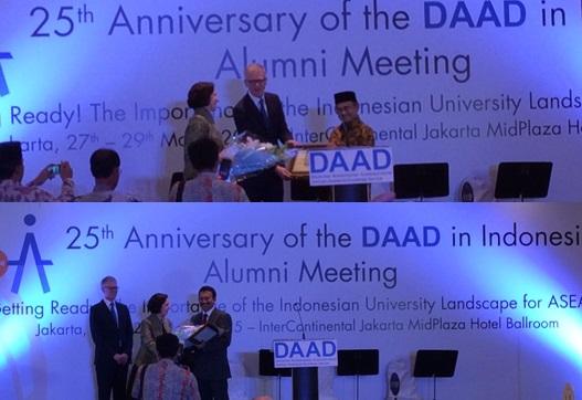 Penyerahan penghargaan oleh Dubes Jerman dan Direktur DAAD